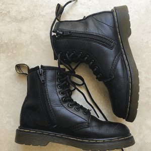 黑色UK3补码!Dr Martens 1460 8孔侧拉链大童款马丁靴 两色 售价$80